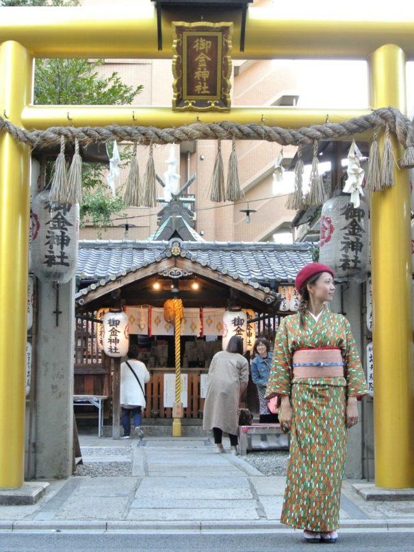 レトロアンティークな着物で御金神社